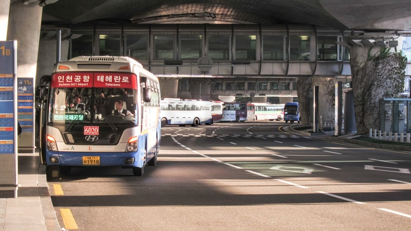 Limousine buses lined up at Incheon International Airport