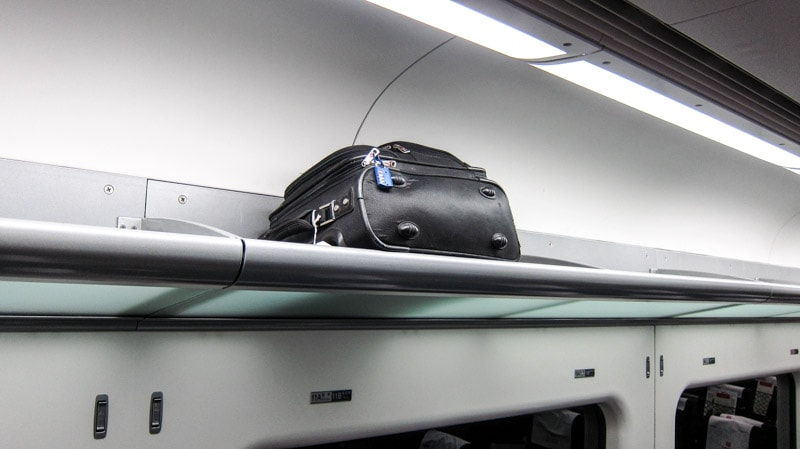 Smaller luggage can be placed overhead on the AREX Airport Express Line train